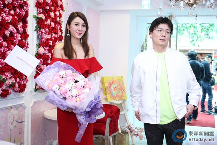 Helen Thanh Dao cong khai tinh moi sau 45 ngay ly hon-Hinh-3