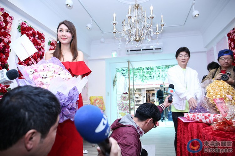 Helen Thanh Dao cong khai tinh moi sau 45 ngay ly hon-Hinh-5