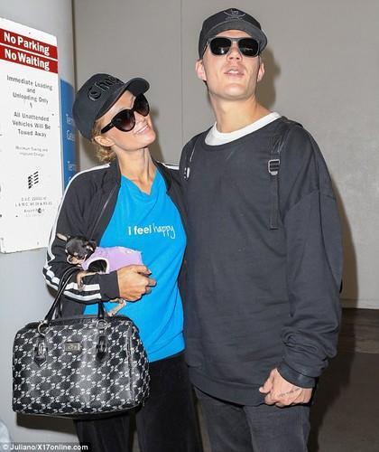 Paris Hilton dinh chat tinh tre khong roi