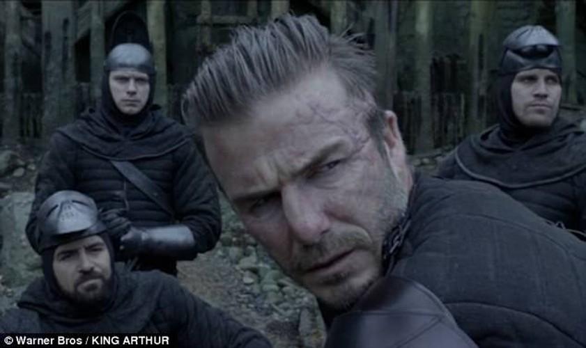 David Beckham bi nem da vi vai dien dau tien trong King Arthur-Hinh-2