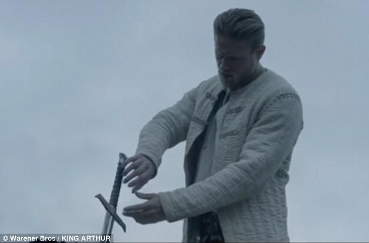 David Beckham bi nem da vi vai dien dau tien trong King Arthur-Hinh-3