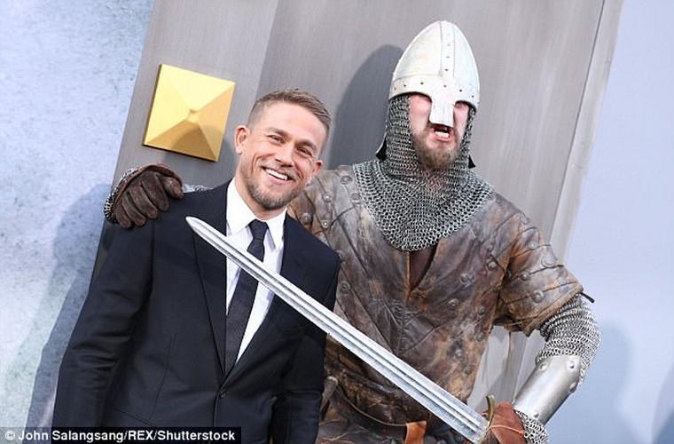 David Beckham bi nem da vi vai dien dau tien trong King Arthur-Hinh-7