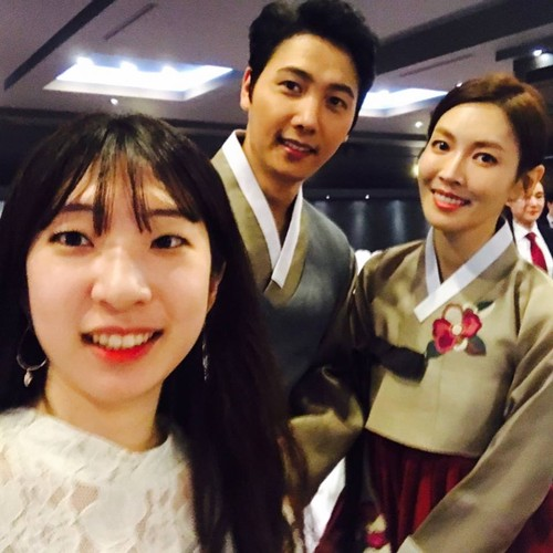 Giay phut ngot ngao trong dam cuoi Lee Sang Woo va Kim So Yeon-Hinh-12