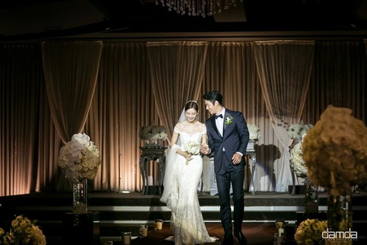 Giay phut ngot ngao trong dam cuoi Lee Sang Woo va Kim So Yeon-Hinh-6