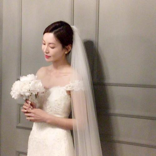 Giay phut ngot ngao trong dam cuoi Lee Sang Woo va Kim So Yeon-Hinh-8