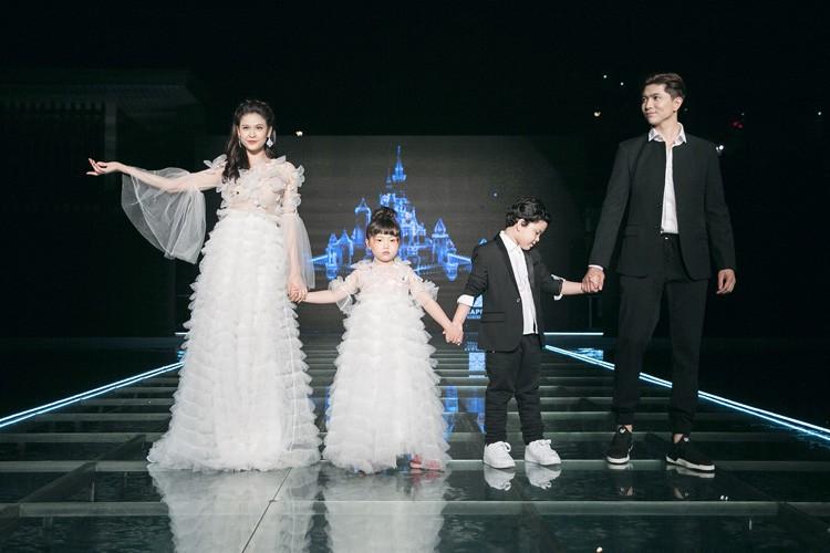 Tim – Truong Quynh Anh dat tay con trai dien thoi trang-Hinh-2