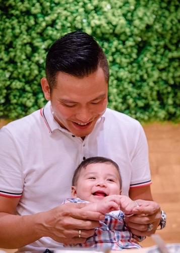 Jennifer Pham khoe con trai 6 thang tuoi cuc dang yeu-Hinh-4
