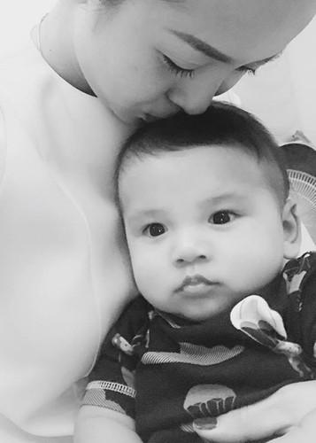 Jennifer Pham khoe con trai 6 thang tuoi cuc dang yeu-Hinh-5