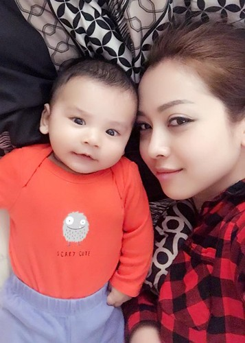 Jennifer Pham khoe con trai 6 thang tuoi cuc dang yeu-Hinh-6