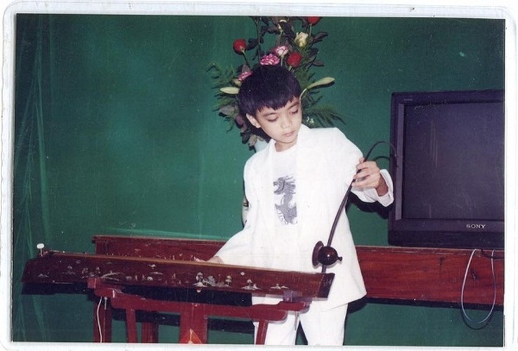 Ca si Son Tung MTP cung phai de chung nam ca si nay-Hinh-4
