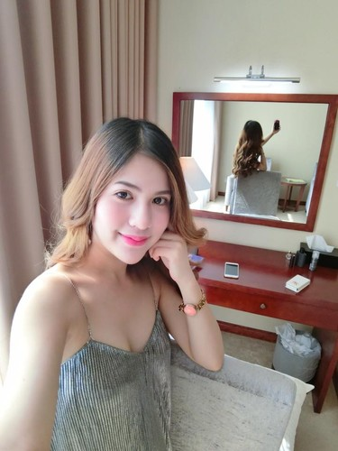 Vo chong dien vien Viet Anh lien tuc khoe anh tinh cam-Hinh-6