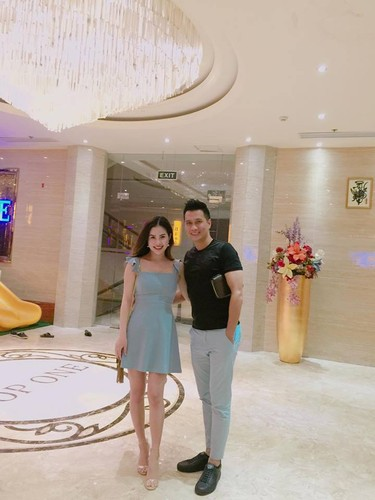 Vo chong dien vien Viet Anh lien tuc khoe anh tinh cam