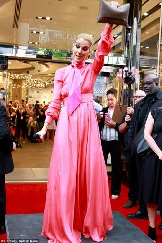 Celine Dion gia nua nhu ba lao 70 du o tuoi 49-Hinh-2