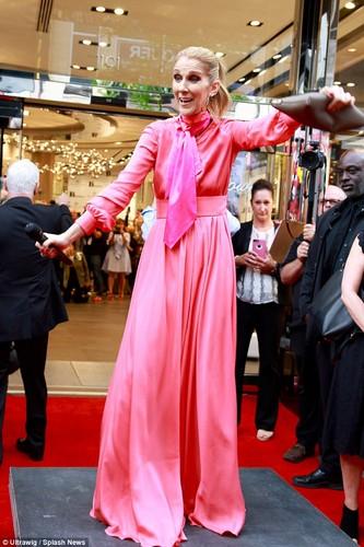 Celine Dion gia nua nhu ba lao 70 du o tuoi 49