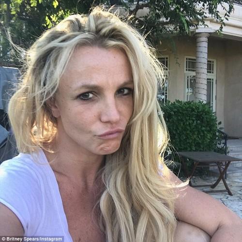 Britney Spears lo nhan sac phai tan khi de mat moc