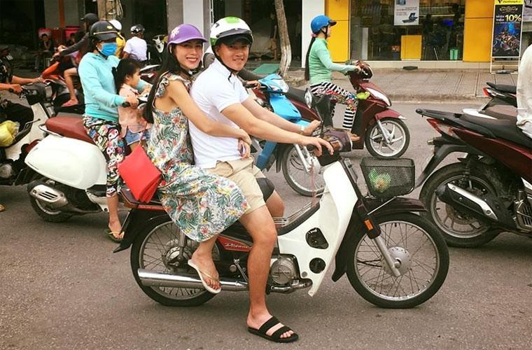 Thuy Tien - Cong Vinh khi sang chanh ngat troi, luc gian di khong ngo