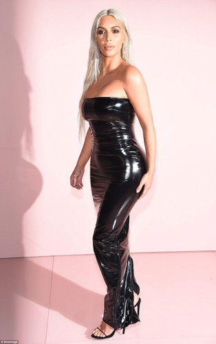 Vong 3 khung cua Kim Kardashian ai nhin cung bong mat-Hinh-2