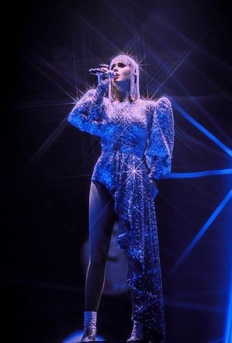 Katy Perry mac trang phuc dien do Nguyen Cong Tri thiet ke-Hinh-3