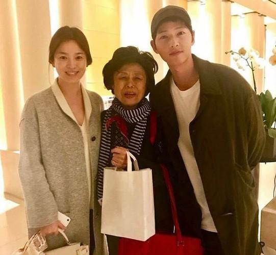 Song Hye Kyo bi nghi van da mang thai truoc dam cuoi-Hinh-2