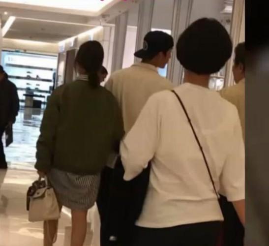 Song Hye Kyo bi nghi van da mang thai truoc dam cuoi-Hinh-3