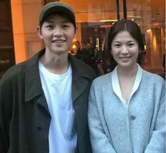 Song Hye Kyo bi nghi van da mang thai truoc dam cuoi-Hinh-4