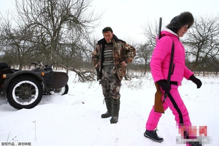 Ghe ron canh bat giet soi o khu vuc hoang da o Ukraina-Hinh-8