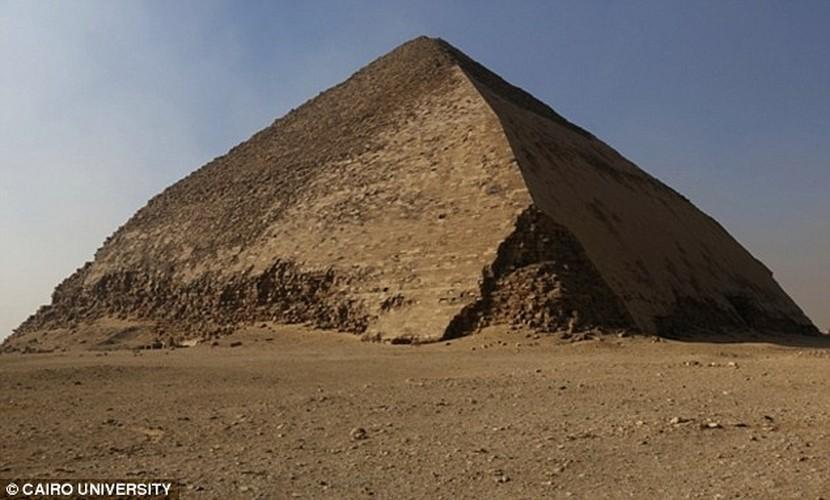 Bat ngo hai khoang bi an trong Dai kim tu thap Giza-Hinh-9