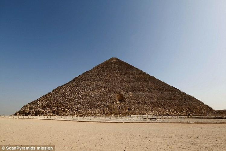 Bat ngo hai khoang bi an trong Dai kim tu thap Giza
