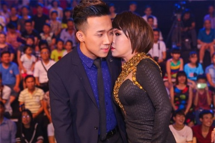 Bat ngo nguoi phu nu duoc Tran Thanh...om nhieu nhat-Hinh-2