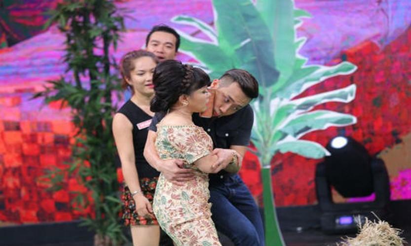 Bat ngo nguoi phu nu duoc Tran Thanh...om nhieu nhat-Hinh-4