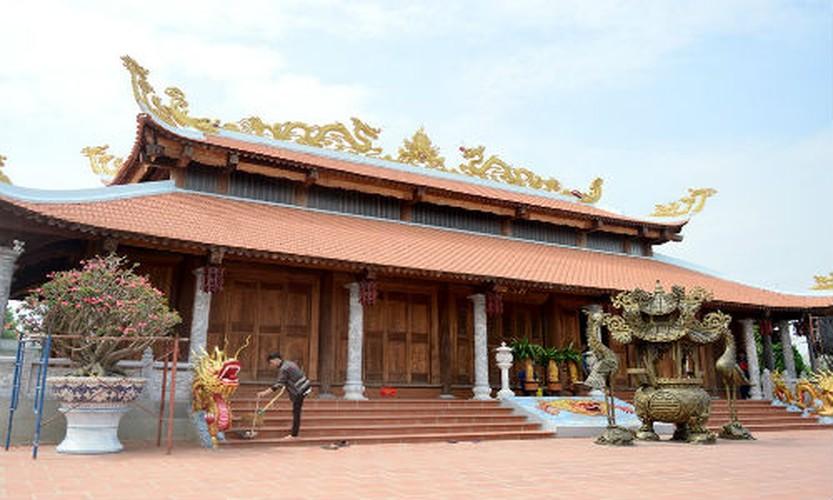 Nha tho To cua Hoai Linh trang hoang long lay don Tet-Hinh-2