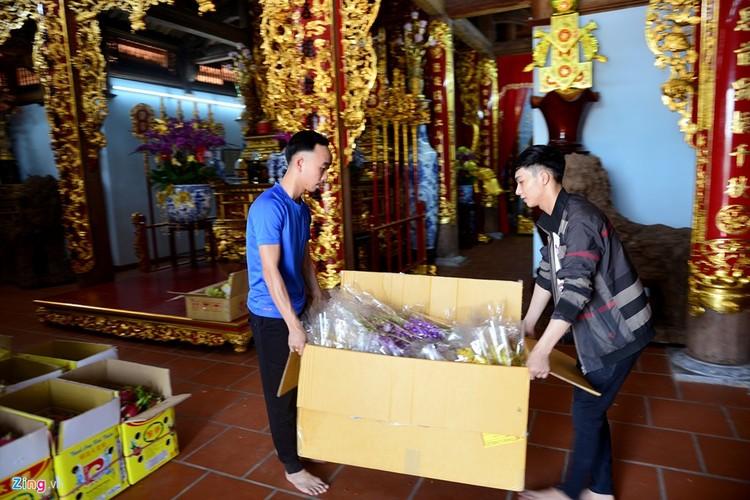 Nha tho To cua Hoai Linh trang hoang long lay don Tet-Hinh-4