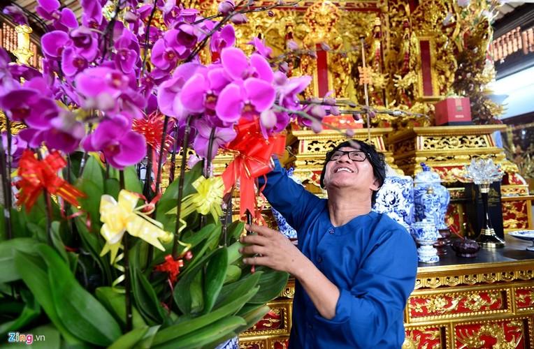 Nha tho To cua Hoai Linh trang hoang long lay don Tet-Hinh-5