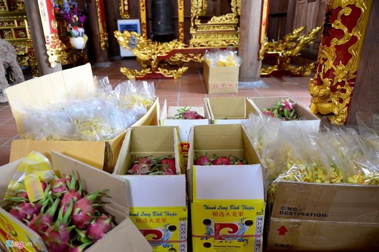 Nha tho To cua Hoai Linh trang hoang long lay don Tet-Hinh-6