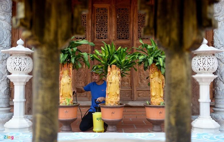 Nha tho To cua Hoai Linh trang hoang long lay don Tet-Hinh-9