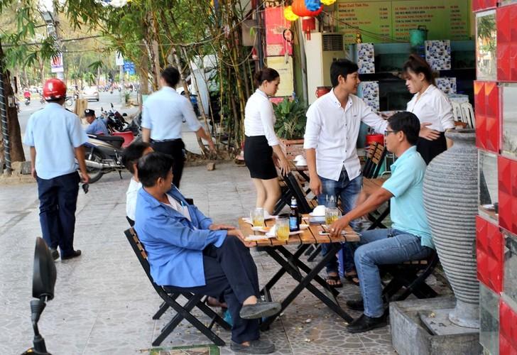 Anh: Dan thao do bien quang cao sau nhac nho cua nu chu tich phuong-Hinh-6