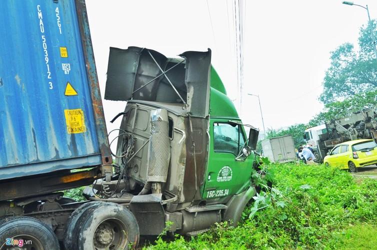 Anh: Xe dau keo bien dang sau tai nan lien hoan tren cau Thanh Tri-Hinh-4