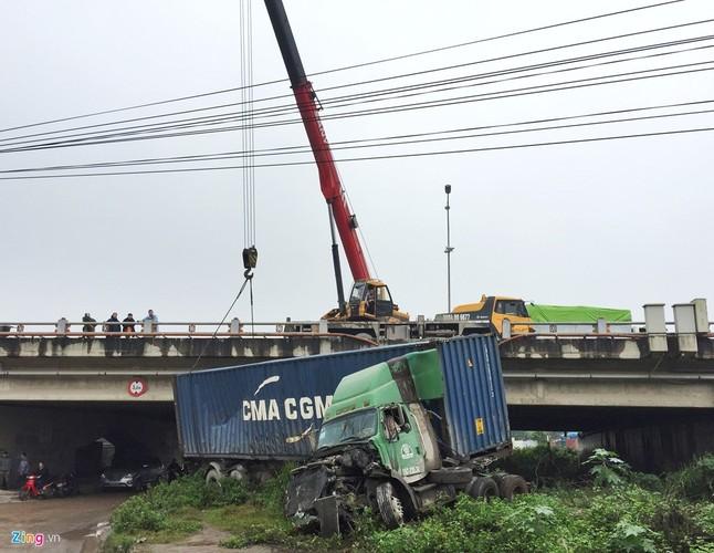 Anh: Xe dau keo bien dang sau tai nan lien hoan tren cau Thanh Tri-Hinh-9
