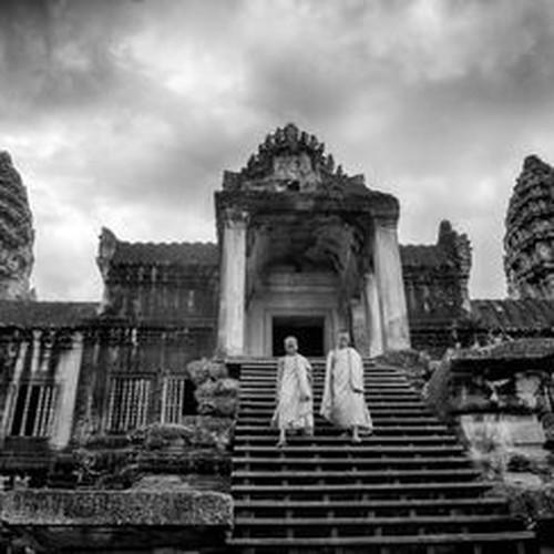 Vi sao thanh pho Angkor huy hoang bong dung sup do?-Hinh-4