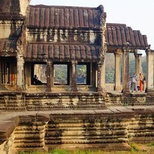Vi sao thanh pho Angkor huy hoang bong dung sup do?-Hinh-6