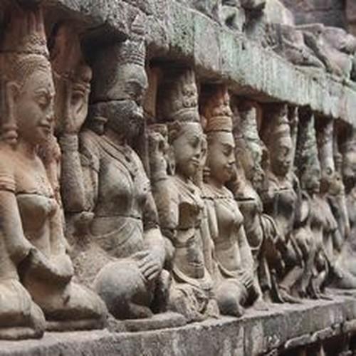 Vi sao thanh pho Angkor huy hoang bong dung sup do?-Hinh-7