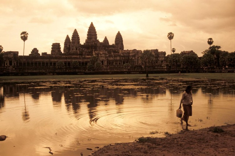 Vi sao thanh pho Angkor huy hoang bong dung sup do?