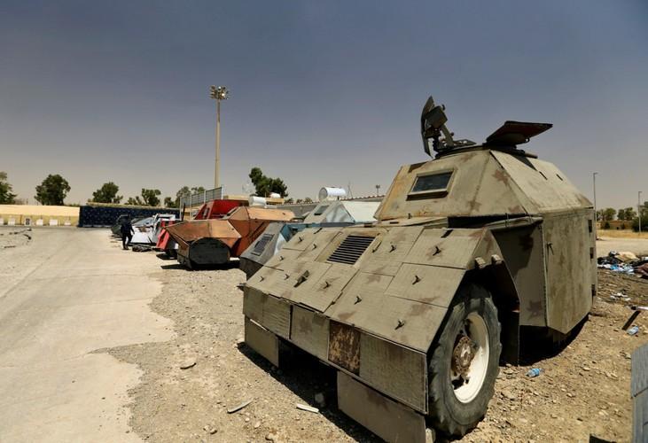 Can canh dan xe bom tu sat cua phien quan IS-Hinh-10