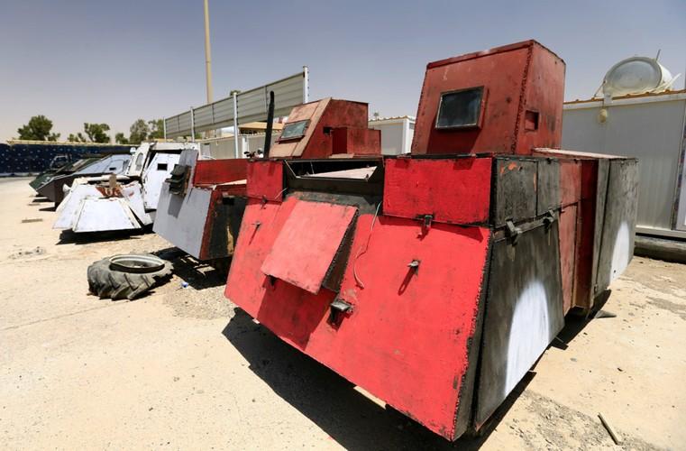 Can canh dan xe bom tu sat cua phien quan IS-Hinh-9
