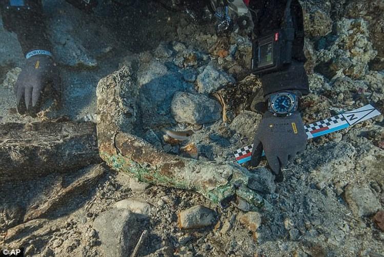 Phat hien canh tay bang dong trong tau dam Antikythera-Hinh-2