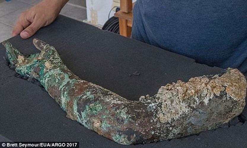 Phat hien canh tay bang dong trong tau dam Antikythera-Hinh-3