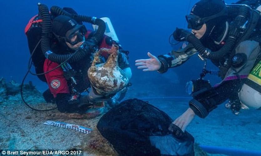 Phat hien canh tay bang dong trong tau dam Antikythera-Hinh-5