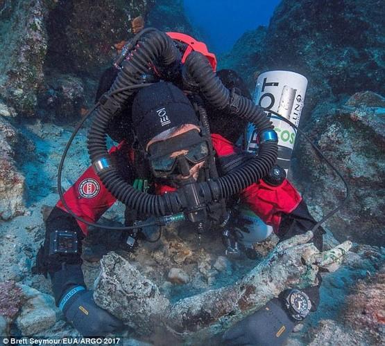 Phat hien canh tay bang dong trong tau dam Antikythera