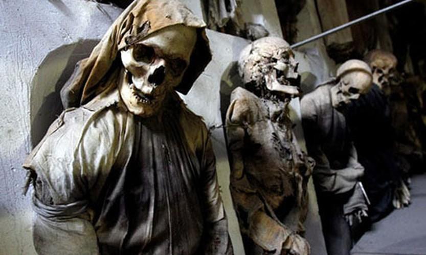 Bi mat nhung xac uop trong ham mo Capuchin o Italy
