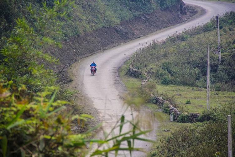 Ghe tham ngoi lang tren nui cua nguoi dan toc Ha Nhi-Hinh-5